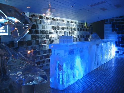 Ледяной бар в отеле Icehotel