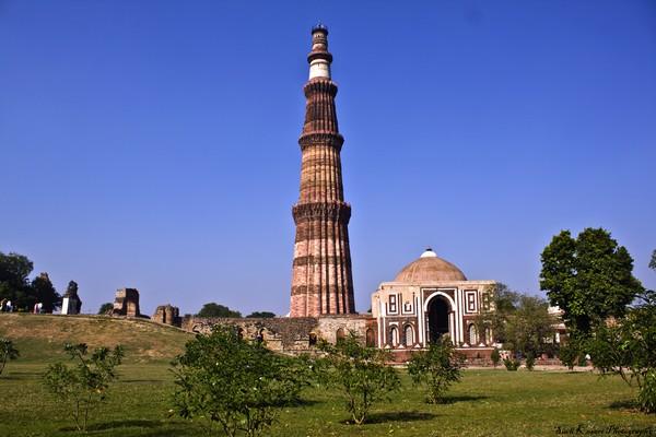 Экскурсии в Дели колонна Кутб-Минар